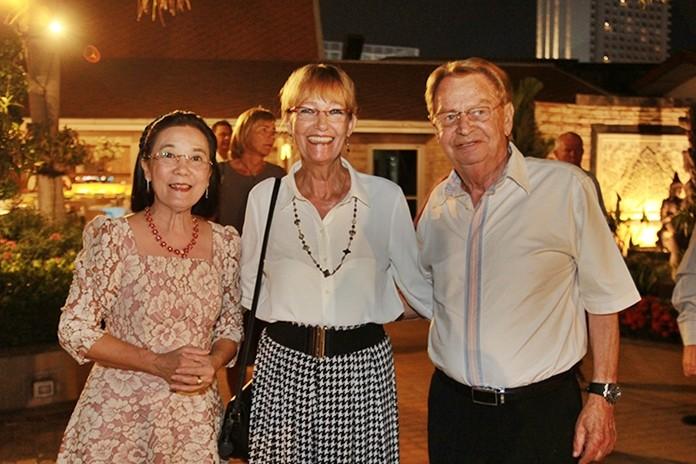 (From left) Radchada Chomjinda with Princess Iris and Hans Günther Müller.