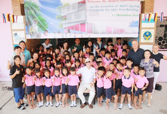 HHNFT Thailand Director Radchada Chomjinda and children welcome a delegation from the foundation's German headquarters and donor Hubert Grevenkamp to the school and Drop-In Center