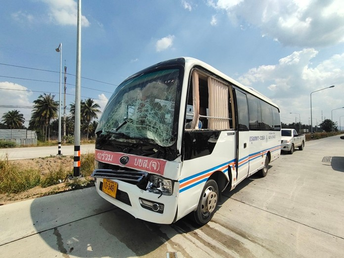 Seven people were hurt when their interprovincial bus rear-ended a 10-wheeled truck in Huay Yai.