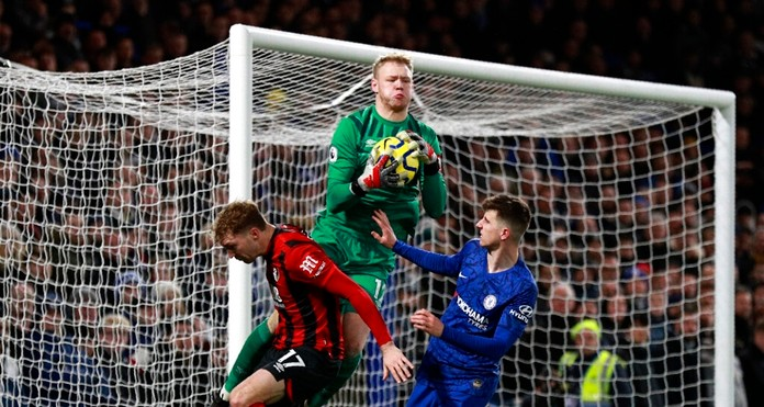 Bournemouth's goalkeeper Aaron Ramsdale, center, makes a save in front of Chelsea's Mason Mount, right, during the English Premier League soccer match between Chelsea and Bournemouth, at Stamford Bridge in London, Saturday, Dec. 14, 2019. (AP Photo/Ian Walton)