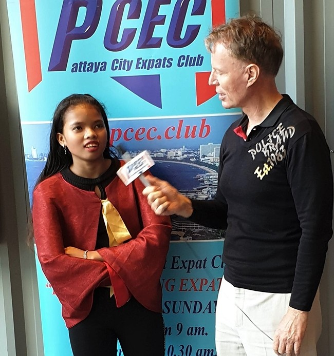 MC Ren Lexander interviews Aom Konchan (Buttons and ballerina) after her performance. Although Aom is in her early teens, she has been a Pattaya Player for 3 years. To view the video of the Cast interviews, visit https://www.youtube.com/watch?v=OcbKVheY67I.