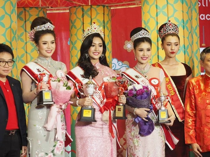 Miss Qipao International 2020 Natnaree Srijan flanked by Panisara Wirunphan, 1st runner-up and Pitchaya Phanchosang, 2nd runner-up.
