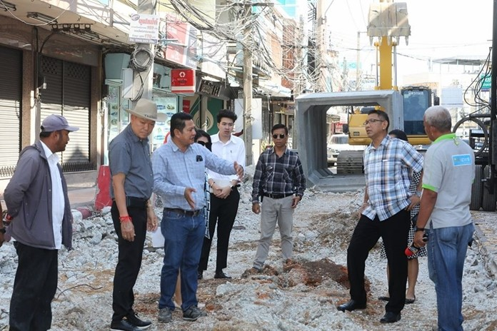 Pattaya Deputy Mayor Banlue Kullavanijaya and city engineers survey the start of construction of wastewater-collection pipes and rainwater drainage from the Numchai intersection to Banglamung Post Office.