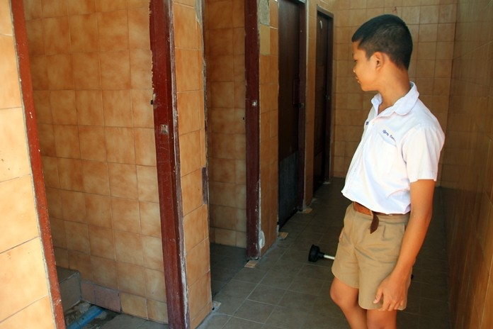 Pattaya School No. 5 will hold a Buddhist merit-making ceremony Feb. 27 to raise money for renovation of the restrooms and landscaping improvements.