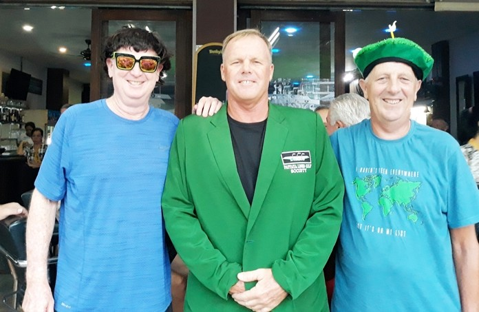 A flight winner Jon Dean with Mike Tottenham (L) and Tony Browne (R).