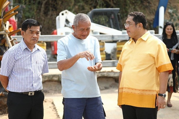 Mayor Sonthaya Kunplome (right) visited Bali Hai Pier to get an update on the progress of the new public park being created there.