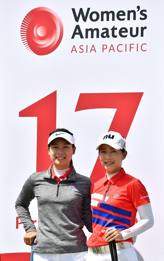 Sisters Yu Sang Hou and Yu Chiang Hou of Chinese Taipei.