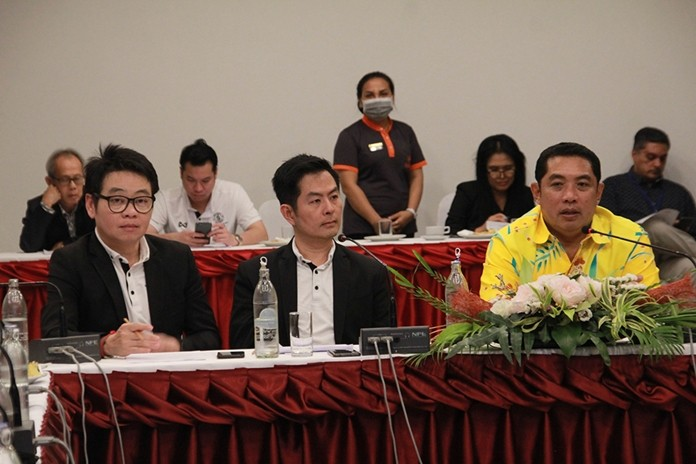 Mayor Sonthaya Kunplome chairs a meeting with TAT and 50 tourism businesses at city hall.