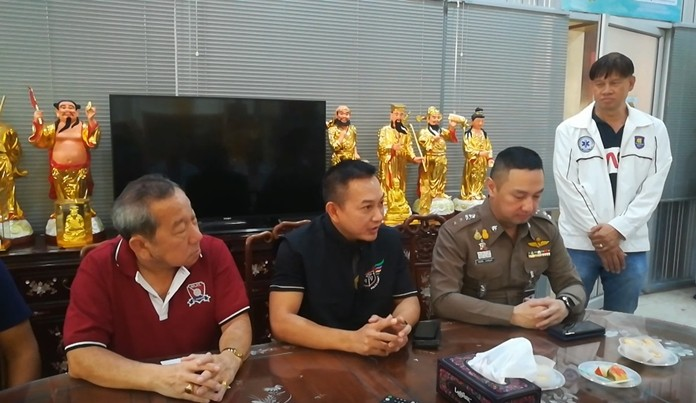 Banglamung police chief Pol. Col. Pattanachai Pamornpiboon (right, wearing police uniform) thanks the Sawang Boriboon Thammasathan for saving the life of the Pol. Lt. Col. Noppadol Rattanababornkiet (middle, in dark blue shirt) after he had a heart attack playing football.