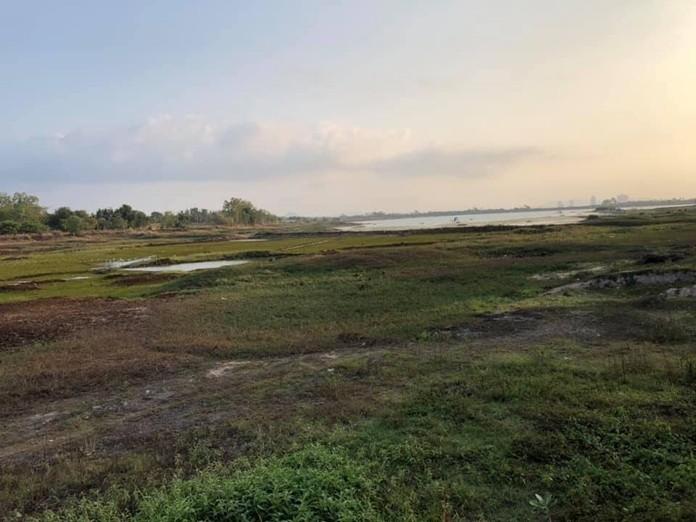 Chak Nok Reservoir is nearly dry.