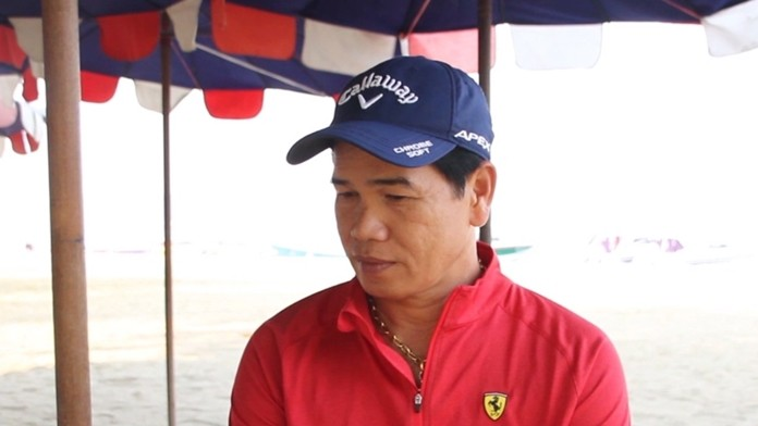 Nattapong Manasom, president of major boat operator NPE Co., has laid off tour leaders and cut mechanics back to half-time, saying that if the Chinese ban lasts more than three months, the company will likely go under.