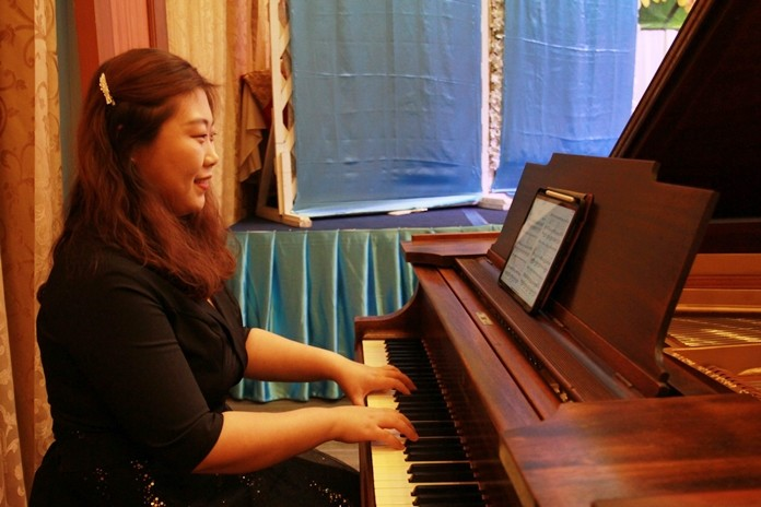 Sara Choi, our lovely pianist.