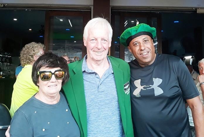 B flight winner Larry Slattery with Hilary Stoker (L) and Rana Gurnam (R).