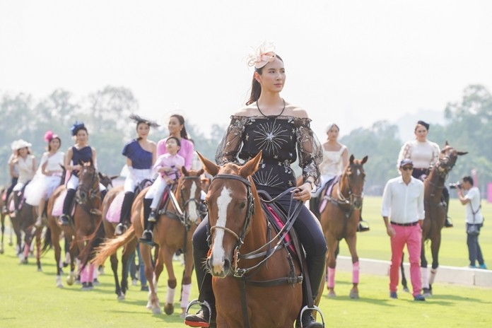 Top celebrities take part in the horseback fashion show.