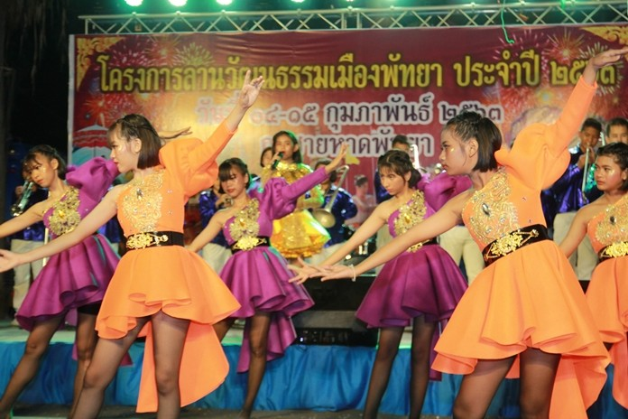 Pattaya showcased classic Thai arts and sport on the beach to boost tourism on Valentine's Day weekend.