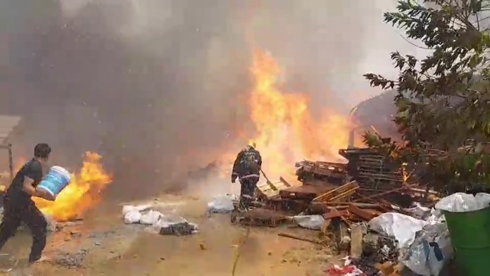 Fire that swept through a Takhiantia pallet factory caused about a million baht in damage, but injured no one. It took about 40 minutes for firefighters to control the flames.