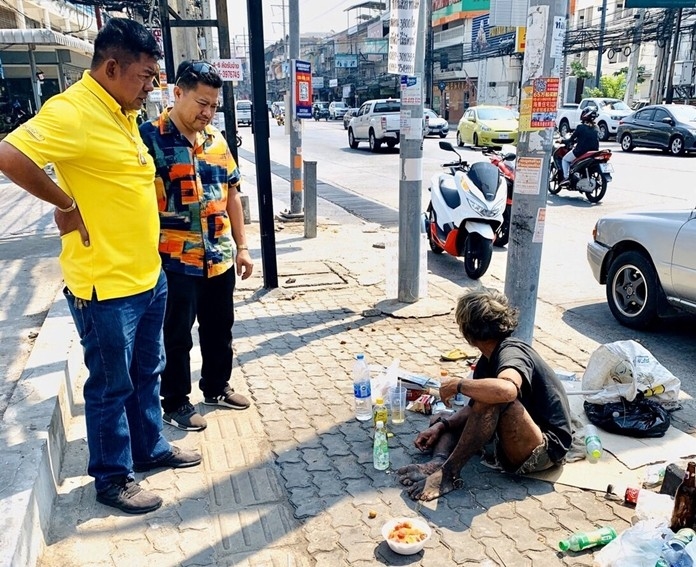 Wirat Joyjinda, president of the Soi Khopai Community, and other neighborhood leaders rousted a homeless man from their neighborhood because he was annoying the neighbors.