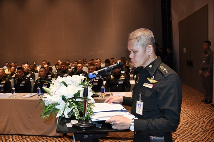 Chonburi police and government officials were trained in antiterrorism methods at a seminar sponsored by the Internal Security Operations Command.