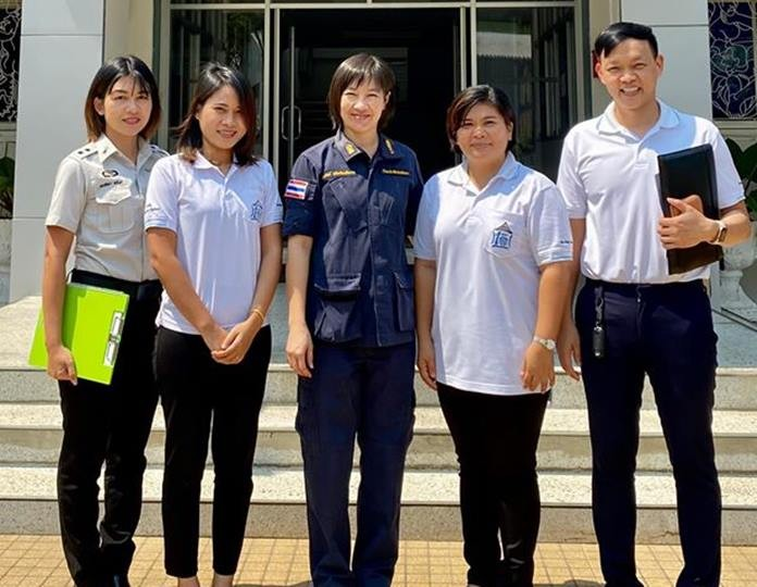 HHNFT Drop-In Center Manager Pirun Noyimjai led a team of counselors from the Human Help Network Foundation to help female inmates at the Pattaya Remand Prison readjust to life on the outside.