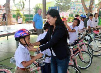 Welfare Chairwoman Noy Emerson emphasizes children must wear helmets, otherwise police will catch them.