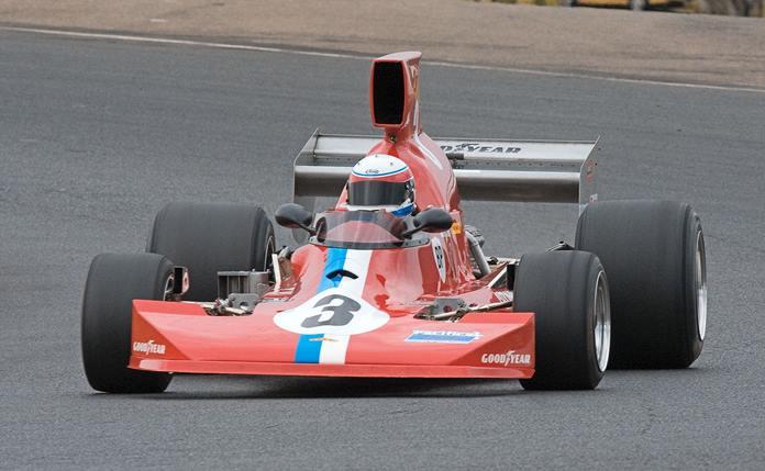 300 kph Lola T 430.