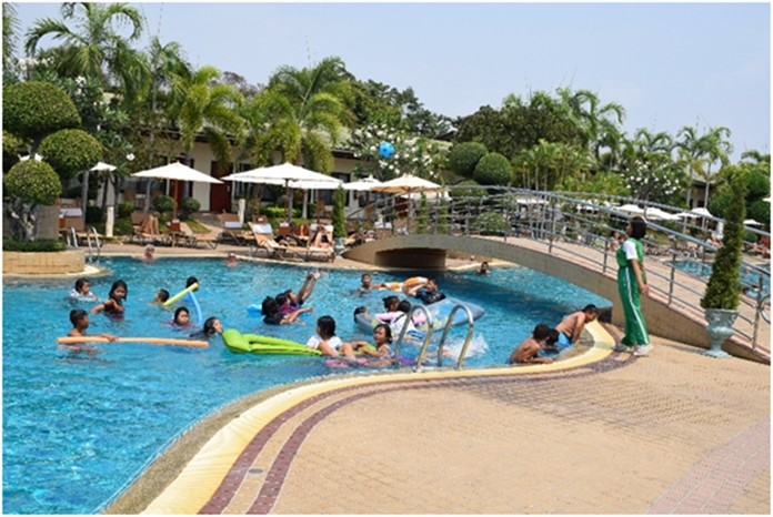 The Thai Garden Resort invited 40 orphans from the Tungklom Talman School for a day of fun, swimming and splashing in the 63 meters long Lagoon Pool.