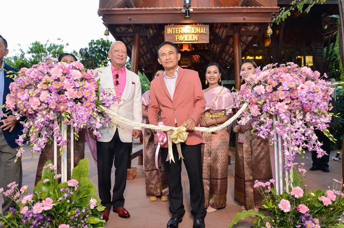 Dr Sunya Viravaidya looks extremely happy as Privy Councillor Gen. Paiboon Khumchaya cuts the ribbon to officially open Sun Sabella.