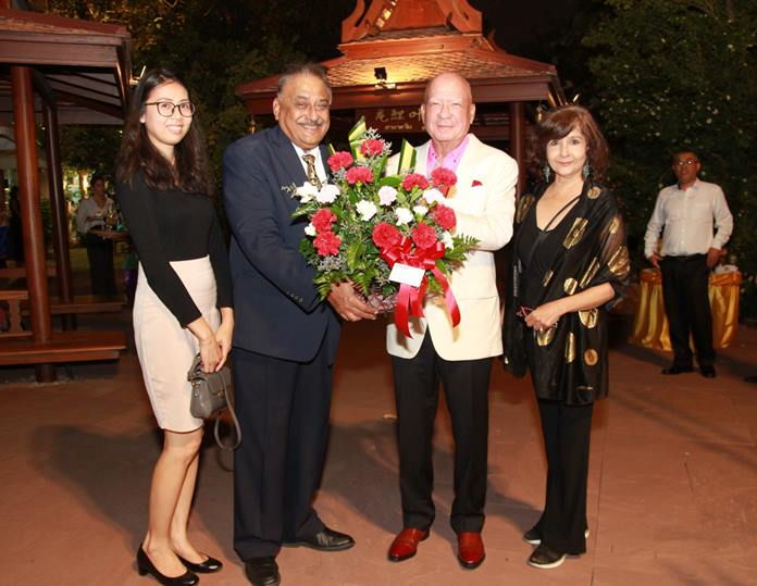 Pratheep Malhotra, MD of Pattaya Mail congratulates Dr. Sunya on the opening of Sun Sabella. They are flanked by Nutsara Duangsri (left) and Sue Kukarja (right).
