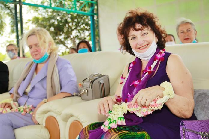 Austrian Elfi Seitz from Pattaya Blatt welcomes HE Dr. Eva Hager, Austrian Ambassador to Thailand.