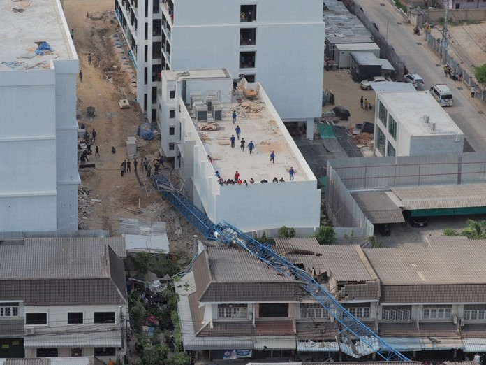 A 65-year-old woman, a 12-year boy and crane driver Thanakorn Homjit were hurt when a construction crane collapsed in Naklua.