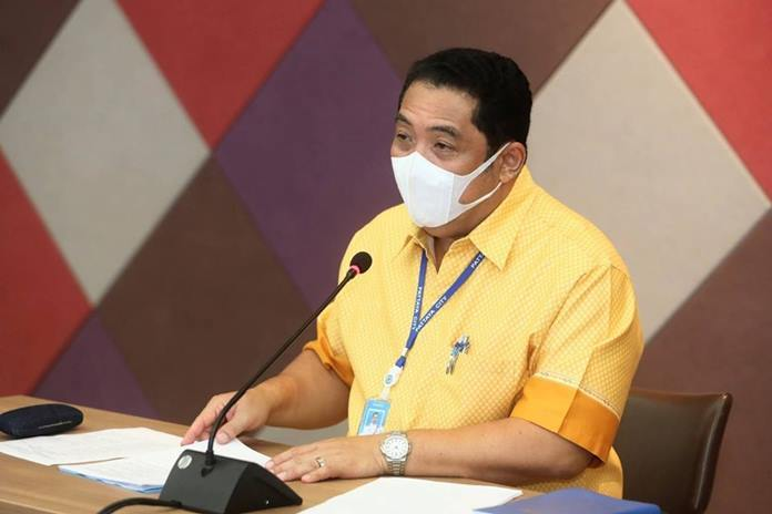 Mayor Sonthaya Kunplome presided over a meeting to appoint members to a task force to handle problems arising from the coronavirus pandemic. (PCPR)