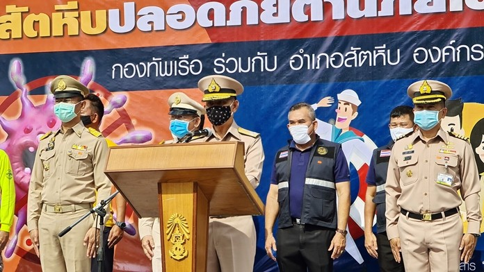 Royal Thai Navy Commander-In-Chief Adm. Luechai Ruddit and Royal Thai Fleet commander, Adm. Choomsak Nakvijit launched the cleaning project.
