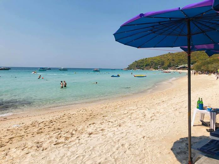 The once-packed beaches on Koh Larn are now empty under orders from the Chonburi governor.
