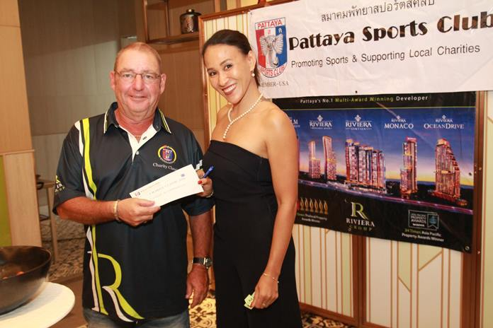 Fourth placed Mick Beresford, again without his playing partner, accepts the team's prizes from Ing.
