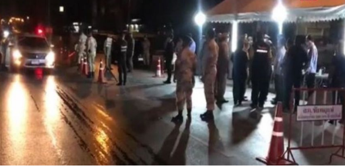 Provincial police set up checkpoints to monitor inter-provincial movement and to screen motorists according to governors' orders issued last night.