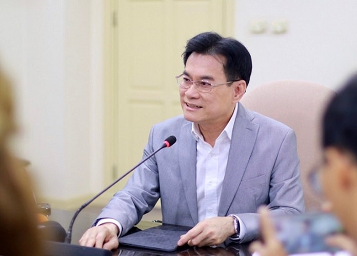 Commerce Minister Jurin Laksanawisit extends the export ban that ends on March 31 for 30 more days.