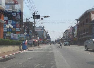 Central Road looks forlorn as traffic is sparse and shops are closed. Some businesses such as groceries stores and fresh food supermarkets remain open for people to buy their daily needs.