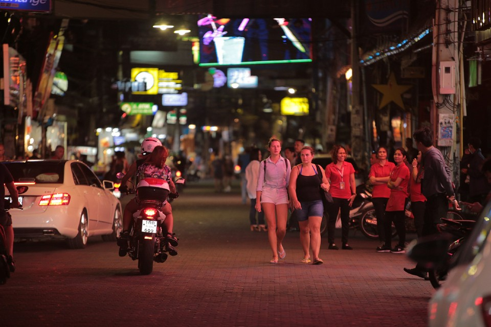 Cars and motorbikes were allowed into Walking Street as there were not too many people out and about.