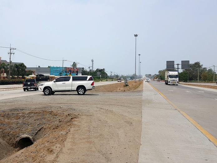 The U-Turn on Highway 36 in Nong Plalai opened for use with no signs or lights.