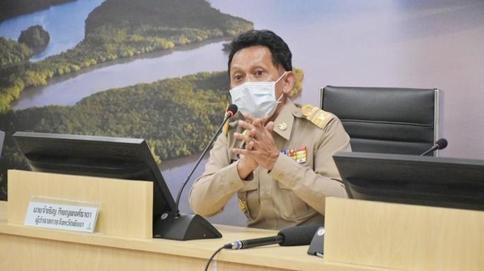 Phang-nga governor, Chamroen Thipayapongtada.