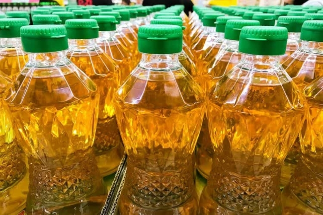 Palm oil on shelves is two baht too high. Its price is being readjusted by the Commerce Ministry to lower the cost of living of the people during the curfew period in Thailand.