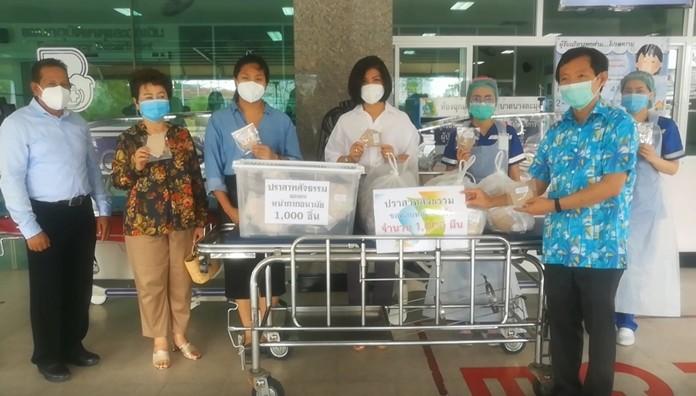 Dr. Chanchai Limthongchai, Deputy Director of the Banglamung Hospital, Pattaya, gratefully receives the valuable medical supplies.