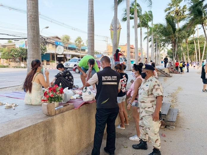 Pattaya officials educated tourists, both Thai and foreign, congregating on Jomtien Beach about rules against drinking and gathering in groups to prevent the spread of Covid-19.