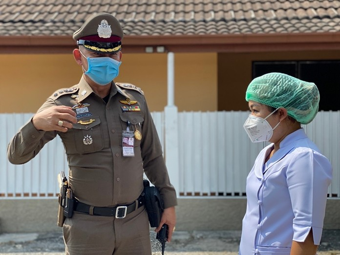 Chonburi police have begun looking after the homes of medical personnel working around the clock to combat the coronavirus.