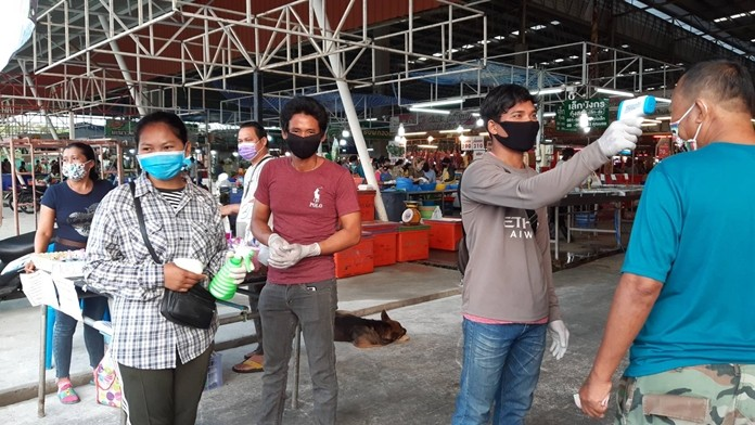 Rattanakorn Wanasin Market has set up screening stations to check its many customers for fevers and possible coronavirus.