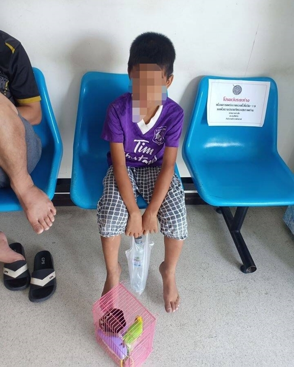 A pair South Pattaya parents is on the hook for 3,500 baht after their 7-year-old son smashed a neighbor's car window to steal five baht.