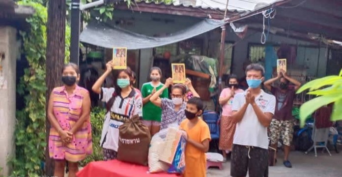 Their Majesties have expressed their concerns for people who live in densely populated communities in Bangkok and are facing many difficulties in life due to the COVID-19 outbreak.