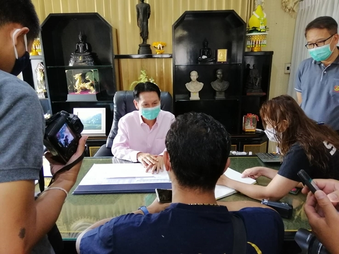 Banglamung District Chief, Amnart Charoensri asked the press to publicize the warning and laws to the public and urged them to abide by the them strictly.