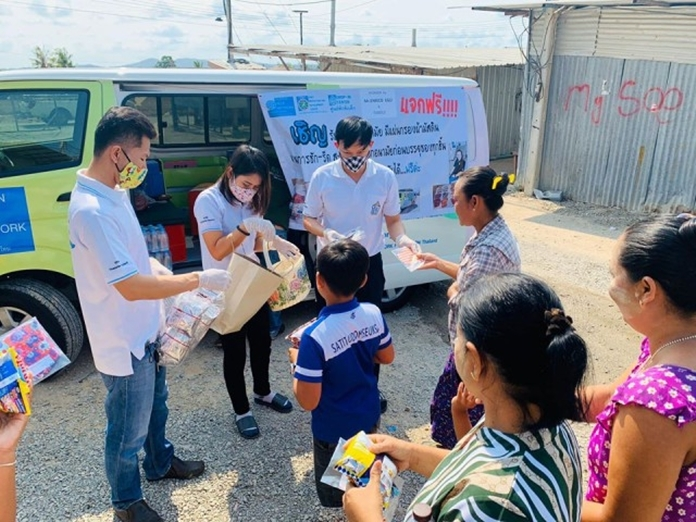 The Human Help Network Foundation Thailand outreach team toured Pattaya to give away facemasks as a way to help defeat the spread of COVID-19.