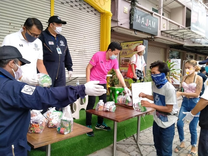 Pattaya City, in cooperation with Sawangboriboon Thammasathan Foundation Pattaya and relevant sectors, announced free food and water will be provided at ten areas throughout the city from now until the end of the month.
